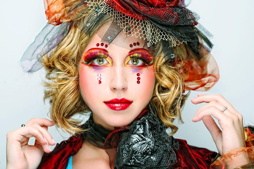 Damengesicht für Karneval geschminkt